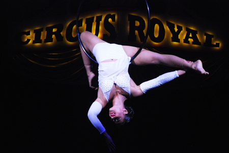 Thais Ferreira im Circus Royal in Action